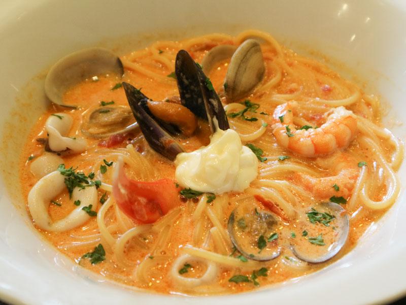 五右衛門パスタ「地中海風カニと海老とあさりのトマトクリームスープ」